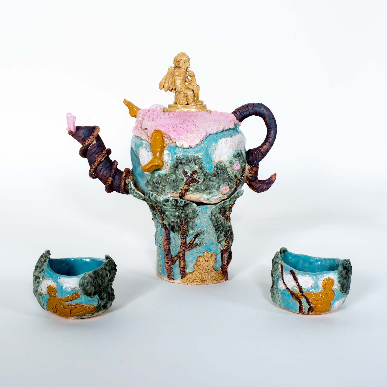 tea pot with two cups
